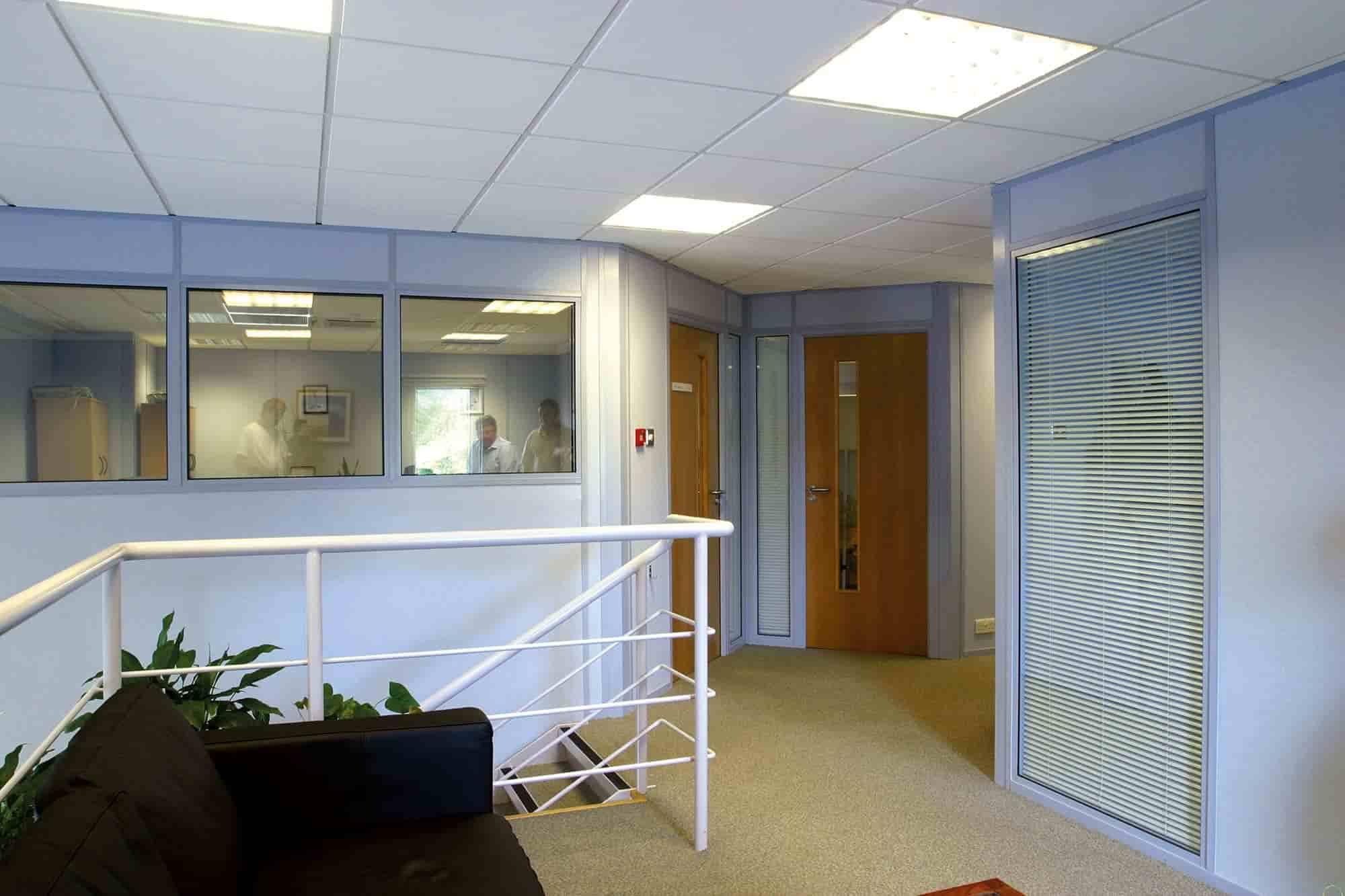 Centre glazed demountable partitioning